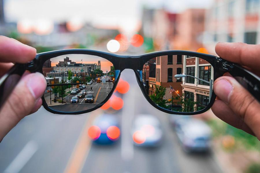 Seeing a vivid city through sun glasses