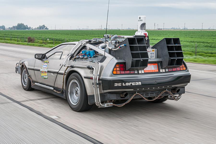 Der DeLorean aus Zurück in die Zukunft schräg von hinten